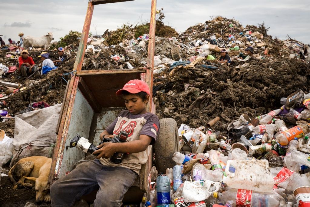 Bayardo examines a toy that found at the garbage dump of La Chureca.