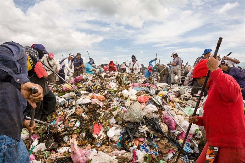Scavengers pick through refuse at the municipal waste disposal site La Chureca in Managua.