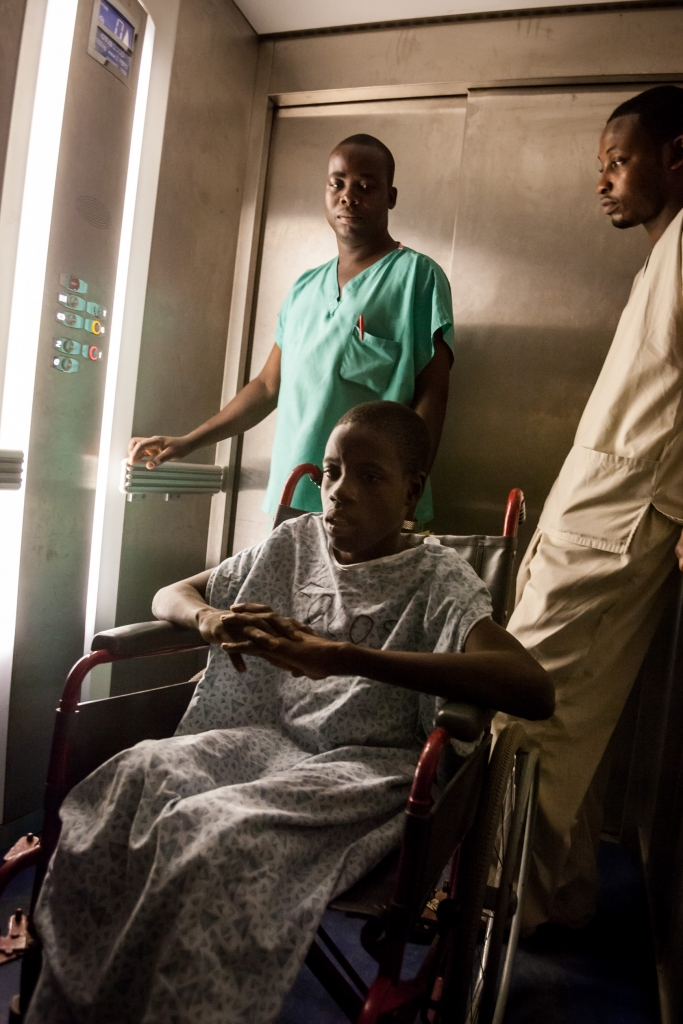 Gbassay Kanu is taken to the operation theatre.